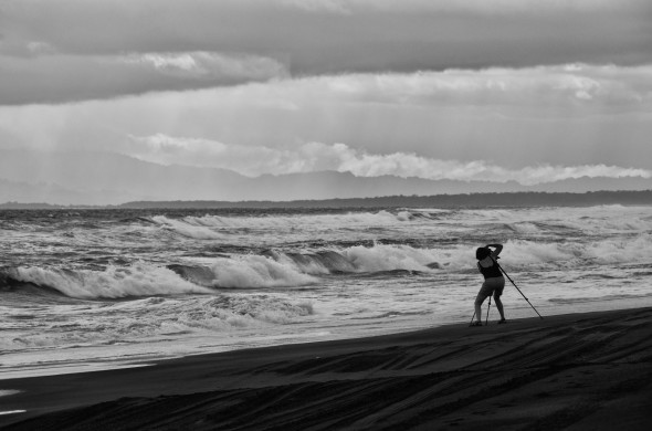 Photographer-Janine-Fugere-Taking-Photos-at-Playa-La-Barqueta-Chiriquí-Panama